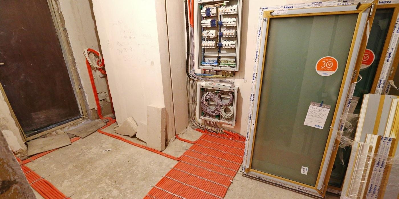 Монтаж електропроводки в коридорах, на сходових клітинах